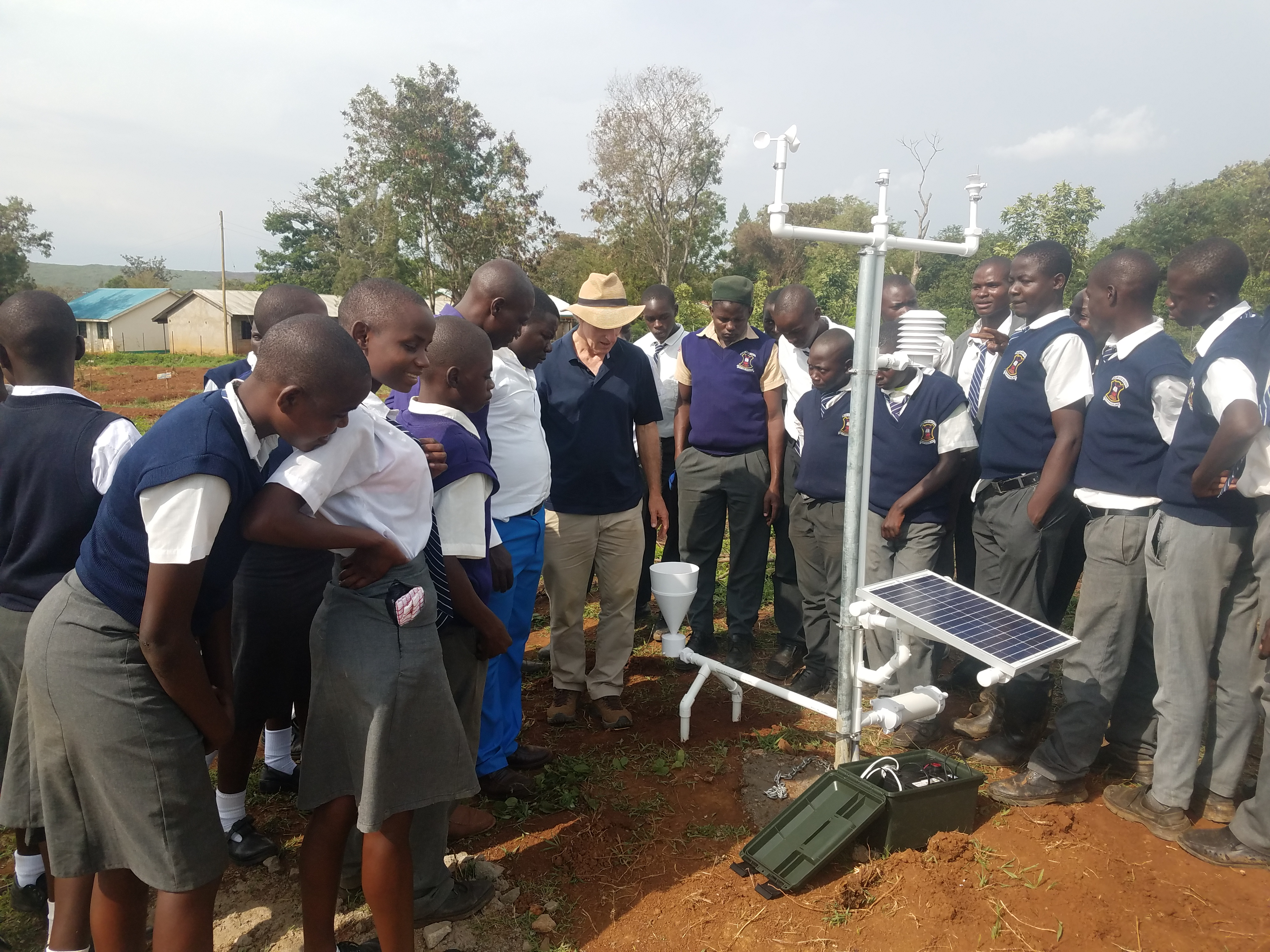 Martin Steinson describes the function of the 3D-PAWS rain gauge for the students of St. Benedict's High School, Budalangi, Kenya.